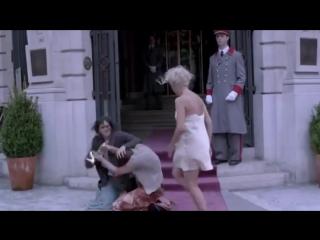 Пародия на рекламу парфюма J'adore Dior с Шарлиз Терон в главной роли