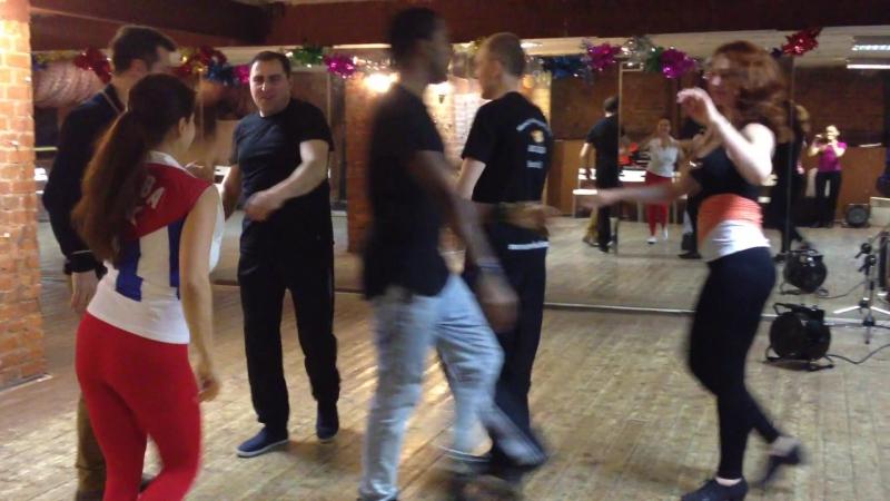 Парни отжигают в Руэде за девчонок! Бывает и такое! :)