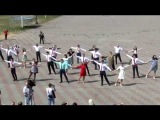 Последний звонок 25 мая 2016. Выпускники  танцуют прощальный школьный вальс с мамами и папами!