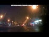Как ездит в Николаеве новая полиция: автомобиль с мигалками «подрезает» на светофоре. ВИДЕО