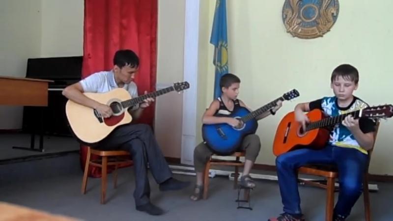 Белые розы на трех гитарах