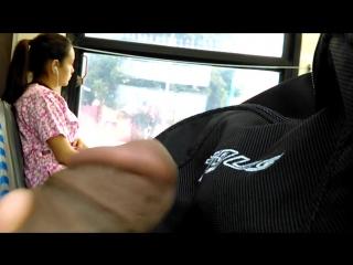 Трёт свой член в автобусе