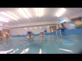 Коля в бассейне