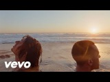 The Last Shadow Puppets - Everything Youve Come To Expect Official Video
