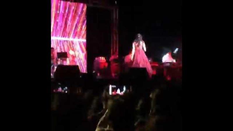 Shreya Ghoshal Singing Yeh Ishq Haaye Nagada Sang Dhol Songs in New Jersey
