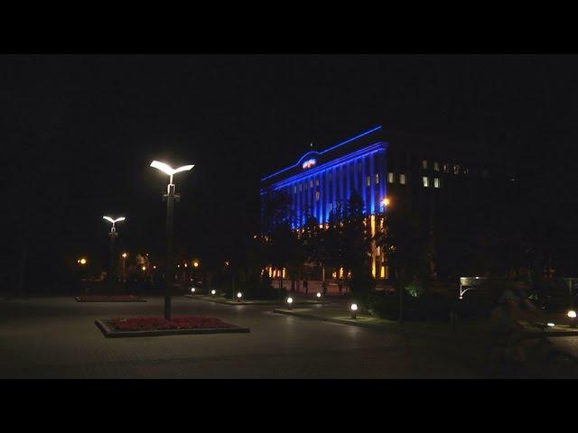 Найбільший в Україні світловий прапор засяяв на Дніпропетровській ОДА