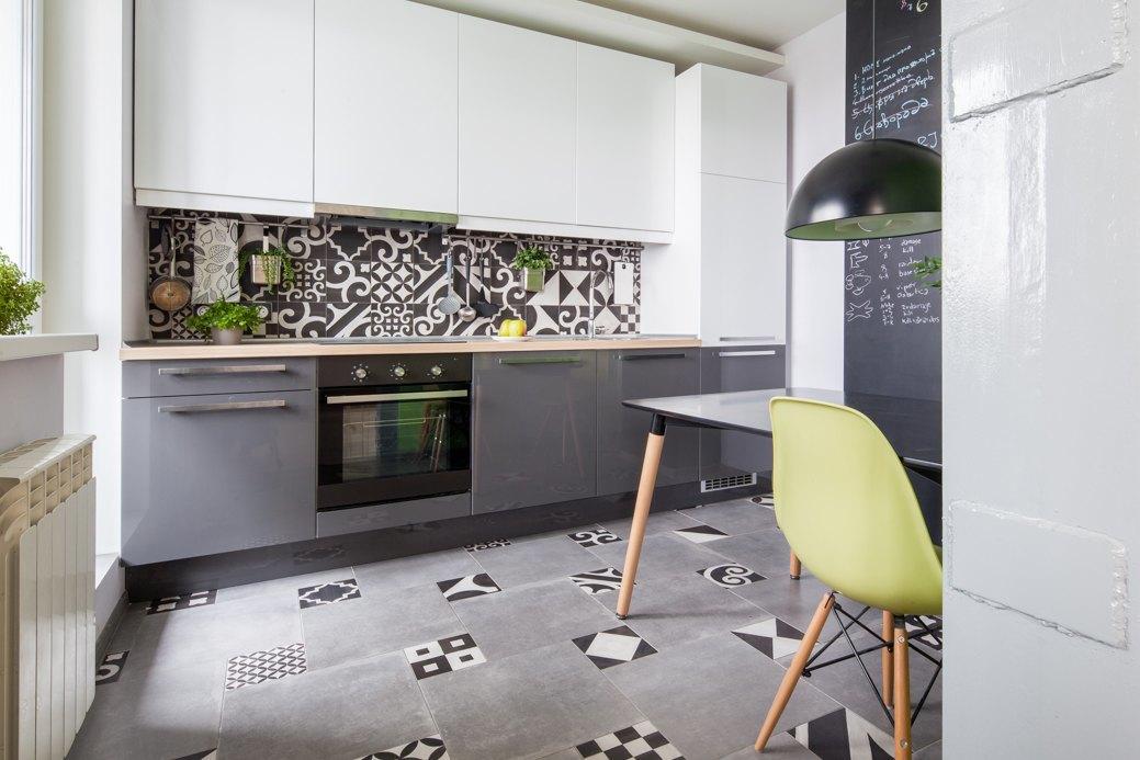 Квартира-студия 42 м с подиумом и высокой кроватью в Долгопрудном.