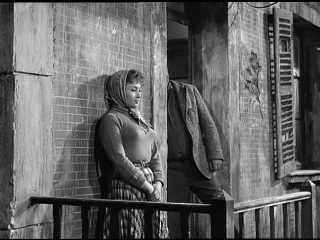 На окраине Парижа (Франция.1957) комедия Рене Клэра, в ролях Пьер Брассер, Жорж Брассанс, советский дубляж