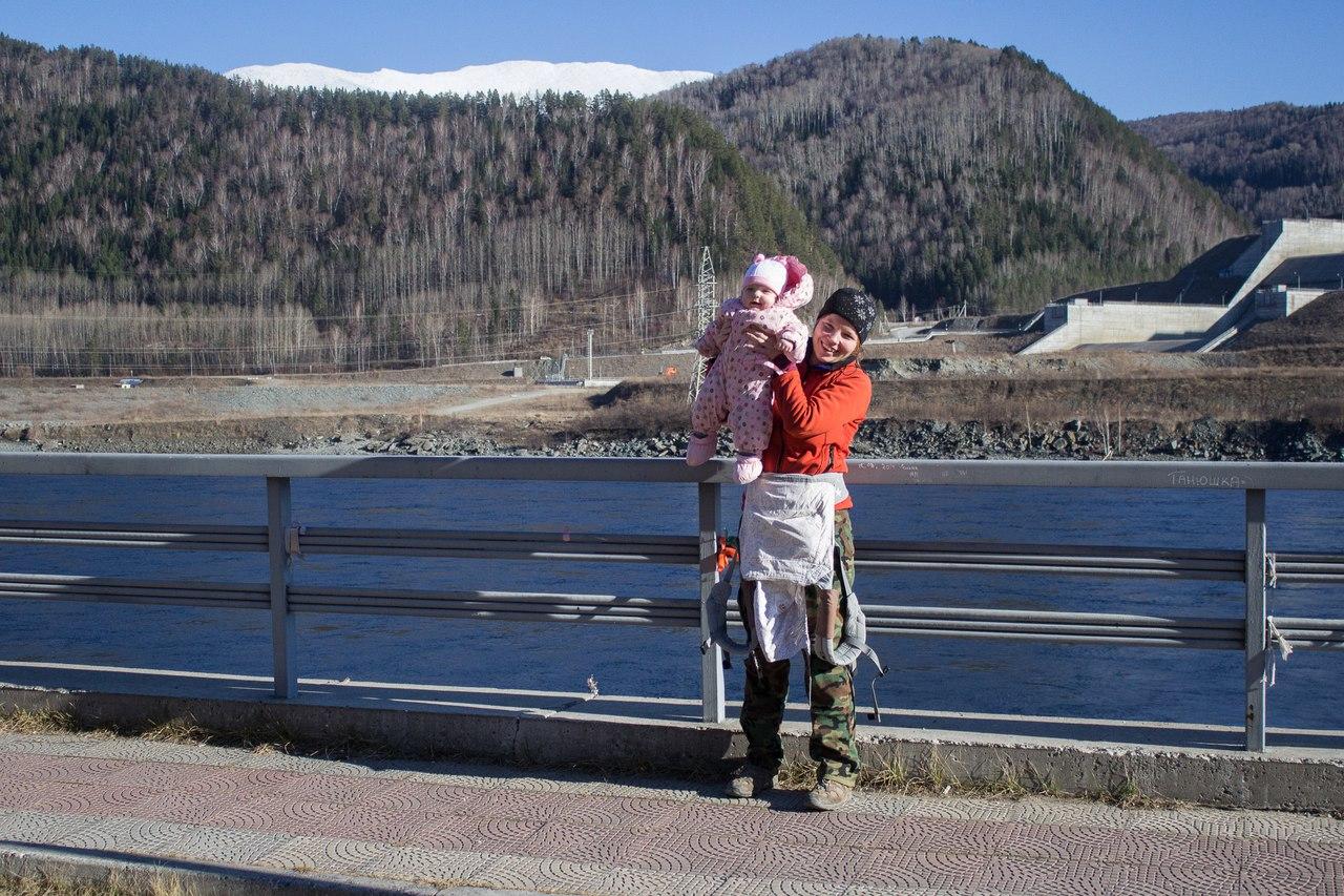 На площадке около Саяно-Шушенской ГЭС