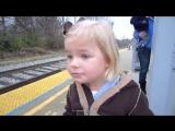Реакция 3-ех летней девочки на поезд (english)
