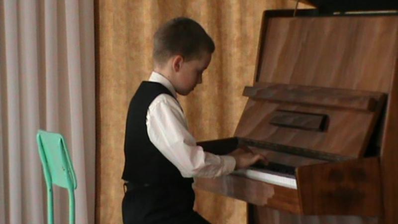 Перший виступ Юрчика Бегаса - гра на фортепіанно:))