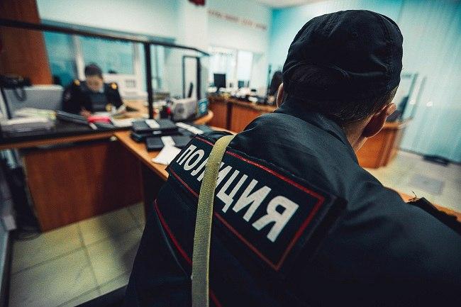 Пьяный житель станицы Зеленчуской набросился с кулаками на сотрудников полиции