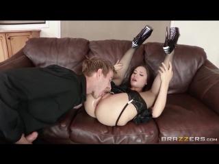 несколько трахнул горничную когда она мастурбировала секс