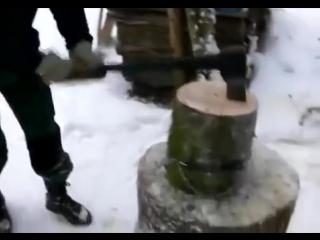 Оригинальный и простой девайс для колки дров