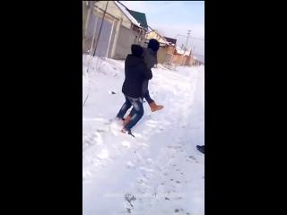 Кинул в снег Нетипичная Махачкала]