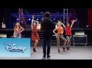Violetta: Momento Musical: Cami, Fran, Naty y Ludmila cantan Encender Nuestra Luz