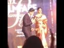 Рекха и Шакрукх обмениваются репликами на Filmfare Glamour and Style awards 2015