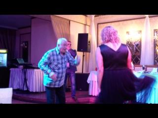 Самый ржачный танец со свадьбы(дедушка Юры  78 лет и молодая женщина)