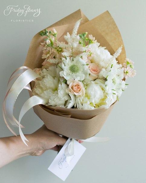 Букет №41, 3000 руб. Состав: пионы, кустовые розы Свит Сара, матиолла, скабиоза, астильба.