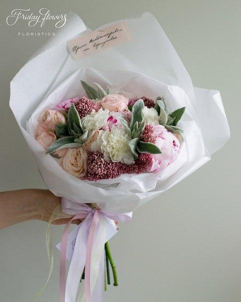 Букет №48, 5000 руб. Состав: пионы, кустовые пионовидные розы Бомбастик, диантус, стахис, озотамнус.