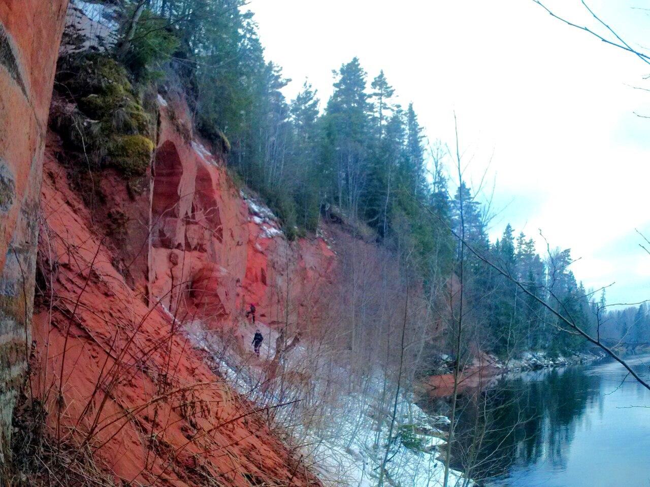 На юго-запад от Петербурга. Красные скалы на реке Плюссе, Доложская святая пещера, старинные храмы