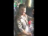 Азад танцует в ночном клубе