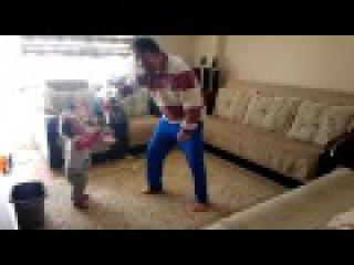 Babasıyla Kılıç Kalkan Oynayan Bebek