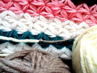 Уроки по вязанию Как связать две нити ткацким узлом