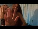 Подружка специально оголила грудь подруге перед камерой. Топлес грудь сиськи показала сняла [720p]