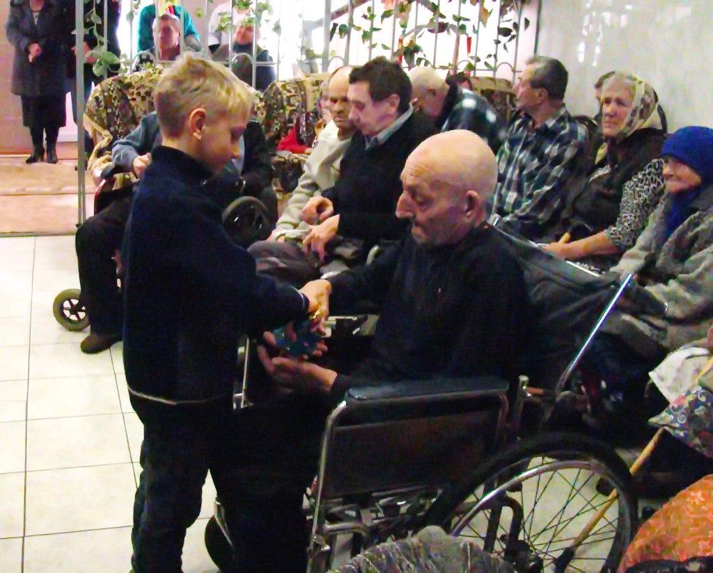 Дети станицы Кардоникской посетили Специальный дом-интернат для престарелых и инвалидов