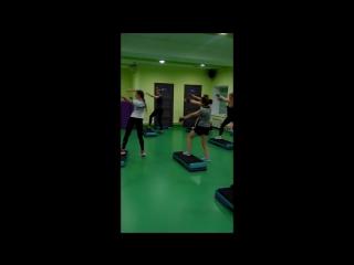 Вместе весело  шагать на платформе - групповые занятия  фитнес в Талия-Клуб
