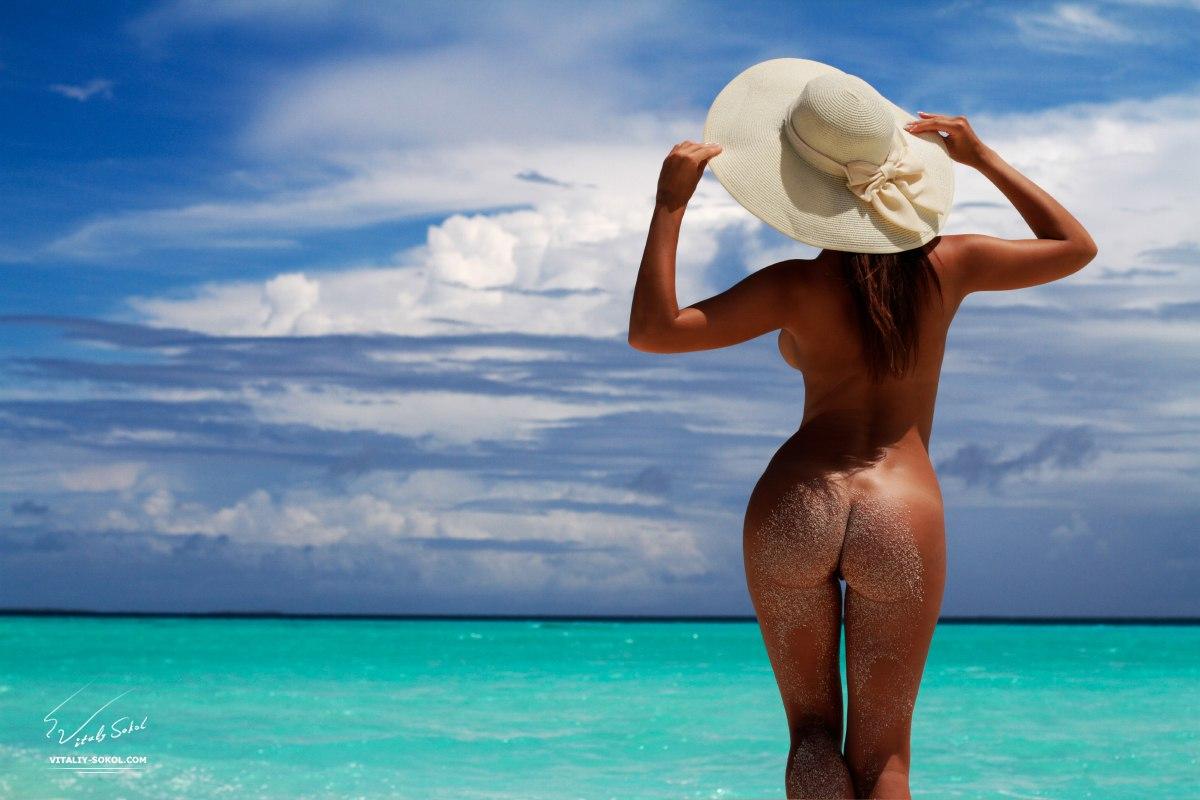 maldives-naked-girls-pic-strip-gif