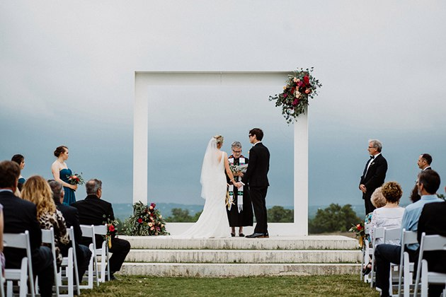 52fATLBM9p8 - Арка для выездной свадебной регистрации брака (6 фото)