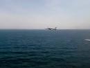 Российский бомбардировщик Су-24. Полёт на предельно малой высоте над морем.
