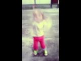 моя киця танцює