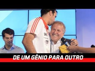 Marcelinho recebe prêmio de Atleta Inspiração das mãos de Zico