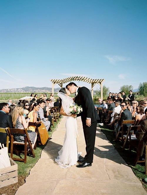 LE2Q6QAorhs - Необыкновенная свадьба Адама и Кармин (20 фото)