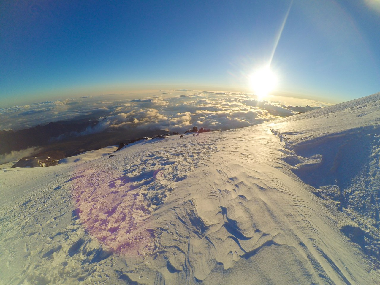 Эльбрус с севера. Июнь