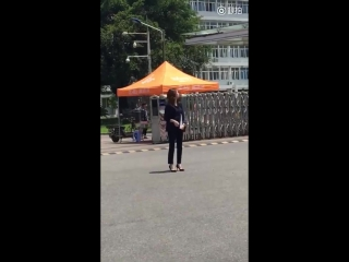 160513 Krystal - Graduation Season Filming