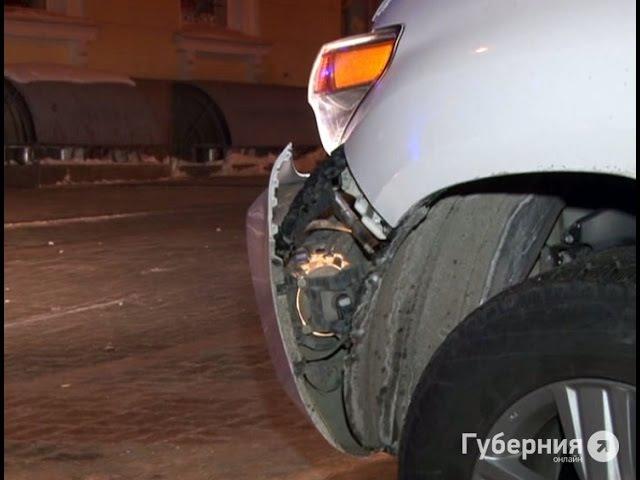 В Хабаровске начинающая автолюбительница разбила о столб внедорожник . MestoproTV