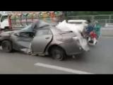 По дороге Пакистана едет убитая в хлам машина / Unbelieavable! Only in Pakistan