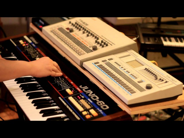 Old school Tribal House with TR 909 TR 727 Juno 60 and Midiverb
