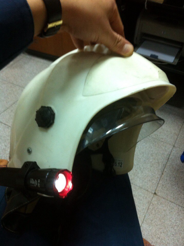 Фонарик на каску пожарного своими руками 5