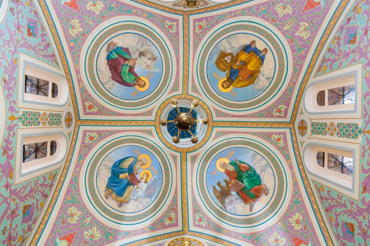 Купол часовни свт. Николая, преп. Серафима Саровского и царицы Александры в Ораниенбауме (г. Ломоносов).