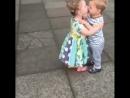 Любовь - это смешно))) #поцелуй #чмоки #дети #малыши #ржака #юморфм