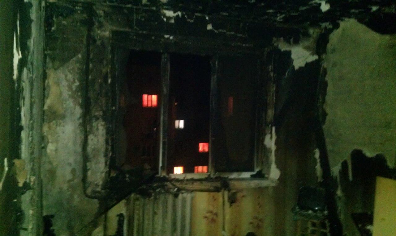 В Таганроге на улице Чехова горела квартира в девятиэтажке, есть пострадавший