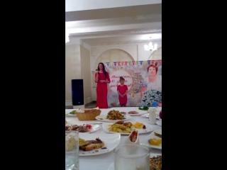 моя Дочь  поет у бабушки на день рождение!!!