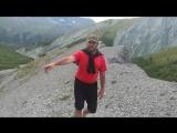 Прогулка по тропинке на вершине гребня