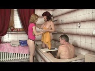 porno-dochka-zashla-v-vannuyu