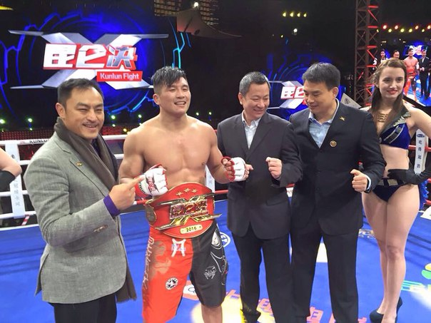 К сожалению Бейбит Назаров проиграл в титульном бою Чжан Липенгу